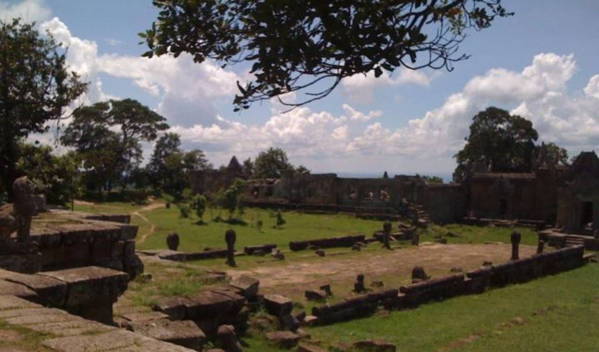 preah_vihear_temple_ancient_starecase.jpg