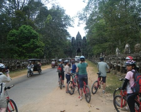 Angkor Wat Angkor Thom City Prasat Chhrong Bayon Bike Tour Option 3