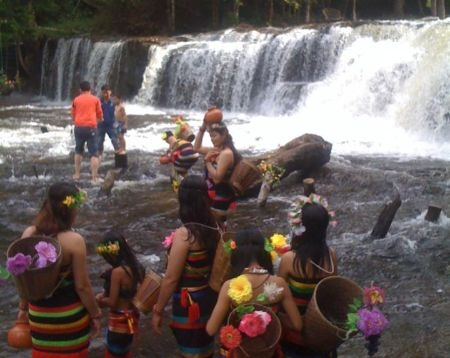Kulen Waterfall and Kbal Spean 1000 Lingam Excrusion 1d